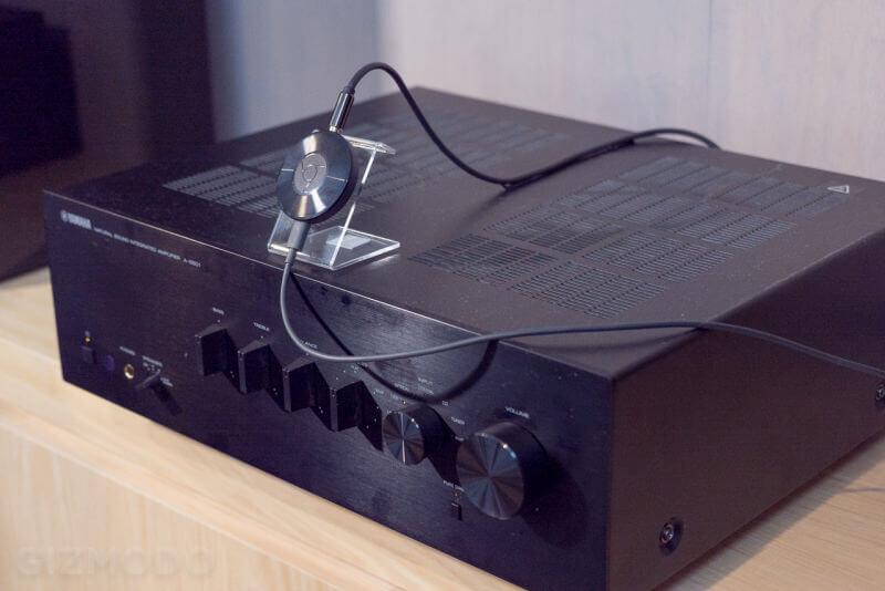 """Le Chromcast Audio pour redonner vie à un ampli non """"connecté"""" ? (Crédit photo : Gizmodo)"""