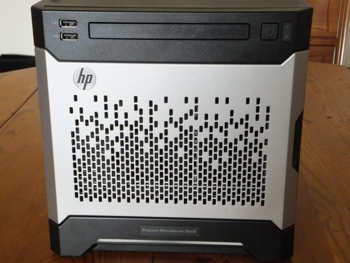 Le HP Proliant Microserver Gen 8 vu de face.