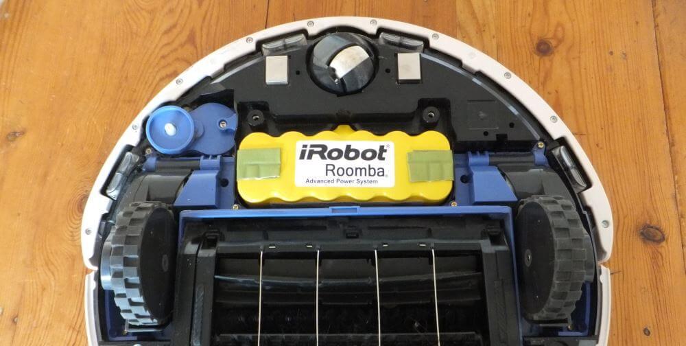 Voici donc les entrailles du robot avec la batterie fatiguée bien en évidence.