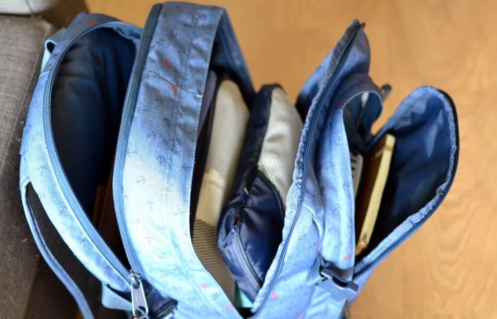 Le même sac ouvert, tout y rentre et on peut facilement organiser ses affaires.