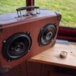 BoomBox – Partie 1 : Transformer une valise vintage en enceinte audio moderne